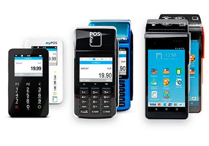 Mehrere mobile myPOS Terminals in schwarz, weiß, blau und rot - Zahlungsterminals als Kassenhardware im Kassensystem