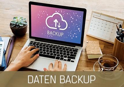 GastroSoft Club: Daten Backup PosSoft Pro, Frau am Macbook an einem Tisch mit Tee und Kalender