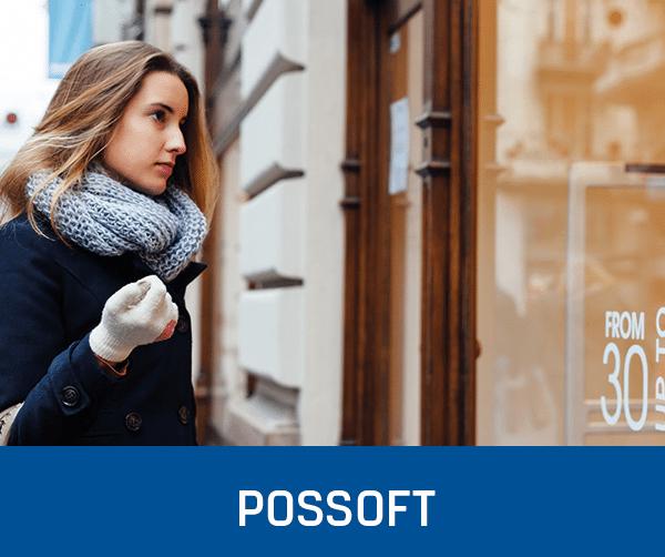 schöne Frau vor einem Einzelhandel mit Handschuhen: PosSoft Kassensoftware und Support von GastroSoft